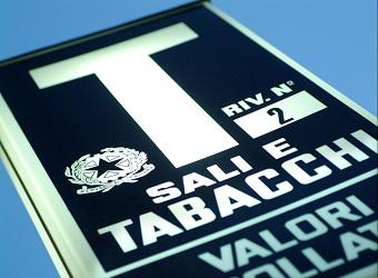 ARTICOLI DA TABACCHERIA  INSEGNA TABACCHI    FOTO DI © DANILO BALDUCCI/SINTESI